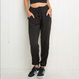 Brandy Melville   Cinched Ankle Jogger Pants